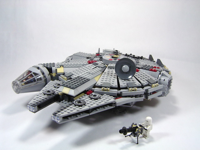 4504 millennium falcon lego blog for Interieur faucon millenium